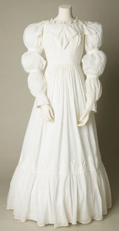 Cotton day dress, probably English, about 1823-1825. - Maybe in soft pink for Joanna