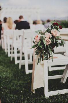 rose aisle decor @weddingchicks