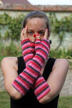 The Pink Ladies Mittens #free #pattern #knitting
