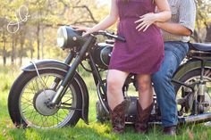 Couple's Photoshoot with Vintage Motorcycle >> Junibug Photography