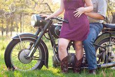 Couple's Photoshoot with Vintage Motorcycle >> Junibug Photography