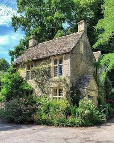 Old Stone Houses, Old Houses, English Country Cottages, Stone Cottages, Storybook Cottage, Garden Spaces, Cottage Homes, Decoration, Beautiful Homes