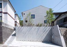 (撮影:車田 保) 専門家:寺下 浩が手掛けた、シンプルな外観(『コヤナカハウス』半屋外空間のドマがある家)の詳細ページ。新築戸建、リフォーム、リノベーションの事例多数、SUVACO(スバコ)