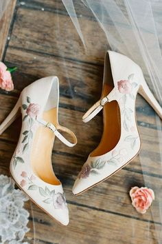 wedding shoes trends high heels ankle strap with floral ornament bella belle adelaide #weddingshoes