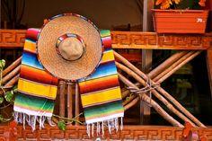 Artistas norteños nos dan este emblema de México llamado sarape, esos textiles rectangulares y de colores que así como el rebozo representan el espíritu de ...