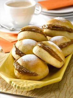 Descubre lo fácil que es preparar Berlines Horneados con Manjar bajos en calorías, te tomará 60 minutos hacerlos y podrás disfrutarlo con 15 personas.