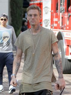 Aaron Carter Photos - Aaron Carter Out For a Walk With His Dog in Beverly Hills - Zimbio