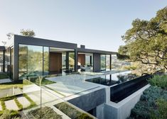 California home for a violinist features underground rooms and a rooftop pool »