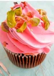 Tout savoir sur les cupcakes ! Cubs Cake, Brownie Cupcakes, Strawberry Cakes, No Cook Desserts, Muffin Cups, Mini Cakes, Biscuits, Cake Pops, Muffins
