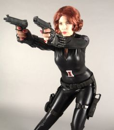 Just in case you love The Avengers as much as I do, we assembled and DIY'd everything you need to make this amazing Black Widow costume for. Diy Black Widow Costume, Black Widow Diy, Black Widow Outfit, Black Widow Avengers, Black Widow Cosplay, Avengers 2012, Marvel Avengers, Marvel Comics, Diy Costumes