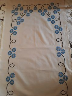 Cross Stitch Designs, Table Runners, Canvas, Cross Stitch Embroidery, Towels, Embroidered Towels, Table Toppers, Drive Way, Punto De Cruz
