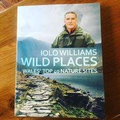 Llyfr newydd Iolo Williams nawr ar gael yn yr siop \ New Iolo Williams booked available in the shop #iolowilliams #wildplaces #llyfr #book #natur #nature #conservation #wales #cymru #seren