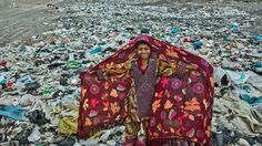 Ο Ιρανός φωτογράφος Arez Ghaderi κέρδισε το Πρώτο Βραβείο για την φωτογραφία ενός κοριτσιού σε έναν αυτοσχέδιο καταυλισμό κοντά στα σύνορα Ιράν- Αφγανιστάν. (EPA/Ariz Ghaderi / UNICEF Deutschland)