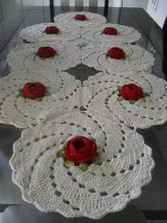~ Crochet doily, set of handmade woolen house decoration Crochet Dollies, Crochet Diy, Tunisian Crochet, Crochet Home, Thread Crochet, Filet Crochet, Crochet Flowers, Crochet Stitches, Crochet Table Runner