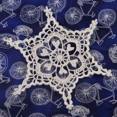 FREE PATTERN: Snowflake  **there are TONS of snowflake patterns on this blog...all free, all amazing! I think this one is especially beautiful!**
