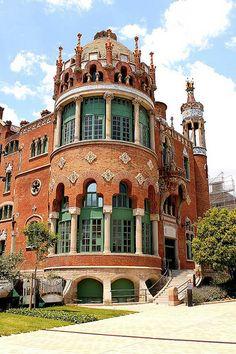 El Recinto Modernista de Sant Pau o Hospital de Sant Pau es una de las obras más importantes de la Ruta del Modernismo de Barcelona y forma parte de la lista del Patrimonio de la Humanidad.
