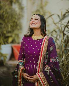 Iqra Aziz And Yasir Hussain Expecting Their First Baby Pakistani Models, Pakistani Actress, Pakistani Dramas, Pakistani Fashion Party Wear, Indian Fashion, Mahira Khan Dresses, Saree Designs Party Wear, Iqra Aziz, Dress Indian Style