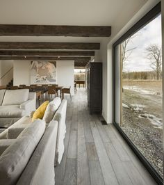 Modern barn style home in Ontario, Canada. Architects: Lee and Macgillivray Architecture Studio (LAMAS) Contemporary Barn, Modern Barn, Modern Farmhouse, Farmhouse Style, Modern Rustic, Modern Decor, Le Vermont, Timber Architecture, Agricultural Buildings