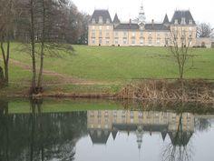 Château Saint-Jean  est situé sur l'ancienne commune de Saint-Jean-le-Priche, aujourd'hui rattachée à Mâcon — Wikipédia