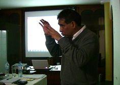 1º Clase del Diplomado de Auditoría Médica Basada en la Evidencia  El Dr. Raul Rojas explicando como se debe formular una pregunta pico dentro de la Medicina Basada en la Evidencia.