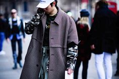 Streetsnaps: London Fashion Week Men's Day 1 HYPEBEAST Fashion Streewear Sneakers England United Kingdom Photography
