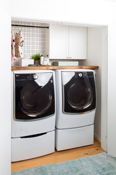 Do you want to design a laundry room that is easier, more useful and user-friendly? Here are just 6 easy ways to help you realize your dream laundry Extraordinary Small Laundry Room Design and Decorating Ideas – Modest Laundry Space Laundry Room Wall Decor, Basement Laundry, Farmhouse Laundry Room, Small Laundry Rooms, Laundry Room Organization, Laundry Room Design, Laundry Cupboard, Kitchen Design, Vintage Laundry