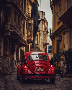Cars maiden s tower and toy cars vw beetle Carros Retro, Van Vw, Beetle Car, Red Beetle, Vw Vintage, Cute Cars, Fancy Cars, Car Photography, Retro Cars