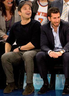 Sebastian Stan sitting with Leslie Jones at a Knicks game was so iconic. I love him, and I love her. Wow what a duo I stan. Sebastian Stan, Marvel 3, Marvel Actors, Steel Blue Eyes, Leslie Jones, Man Thing Marvel, Stucky, Bucky Barnes, Alexander Skarsgard