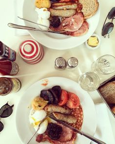 Full english breakfast (complete with beans & black pudding) at the Albion (The Boundary Hotel)