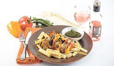 BROCHETTES DE LAPIN AU PESTO PIQUANT Une recette estivale qui marie le cidre et le piment. Le lapin peut être remplacé par du poulet.