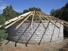 Papercrete Yurt (shredded paper and cement) Garden Structures, Outdoor Structures, Yurt Home, Earth Bag Homes, Yurt Living, Papercrete, Mother Earth News, Natural Homes, Natural Building