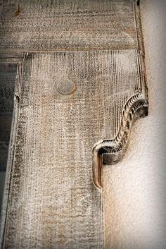 Detail Portal made from pine wood www.drewnoikamien.pl Detal Portalu wykonanego z drewna sosnowego, malowanego na biało