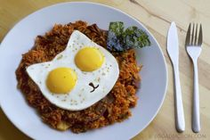 #Egg Addiction has created a #cat-shaped mold that enables you to cook up a pair of sunny side up eggs that brightens up your day. #breakfast Kimchi Fried Rice with Eggs on Top!