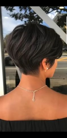 Dies ist ein guter Weg, um zu trimmen, so dass nichts herausragen wird. , This is a GOOD WAY to trim so nothing will stick out. , Short hair cuts Source by marypridie Short Hairstyles For Thick Hair, Haircuts For Fine Hair, Haircut For Thick Hair, Short Hair With Layers, Short Hair Cuts For Women, Curly Hair Styles, Short Haircuts, Teen Hairstyles, Casual Hairstyles