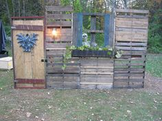 +Originally+Posted+by+Empty_WUpdates+on+my+witch+house+facade,+much+progress:Oh+I+love+the+idea+of+using+pallets+as+a+wall,+I+could+do+this+in+my+haunt!+Great+look+and+thanks+for+sharing+your+ideas!