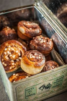 Located Near Apartments Catedral, Cinnamon Bun Recipe, Donuts, Pan Dulce, Tasty, Yummy Food, International Recipes, Cakes And More, Love Food, Sweet Recipes
