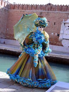 Carnival of Venice 2014 - Carnevale di Venezia 2014 - Carnavale de Venise 2014 Venice Carnival Costumes, Venetian Carnival Masks, Carnival Of Venice, Venice Carnivale, Venice Mask, Masquerade Gown, Venetian Masquerade, Costume Carnaval, Hidden Face
