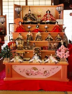 Traditional Hina dolls for girls, normally put out for the Girls' Day on 3rd Mar.  Grandparents love to spend money for their granddaughters more than anything.