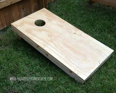 Why fork out your hard earned money for premade corn hole boards when you can make your own DIY corn hole boards in an afternoon? Diy Cornhole Boards, Cornhole Set, Diy Bags Boards, Corn Hole Game Diy, Diy Bags Game, Corn Hole Plans, Woodworking Projects Diy, Diy Projects, How To Make Corn
