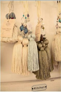 Tassels I want this entire set! Diy Tassel, Tassel Jewelry, Tassels, Diy And Crafts, Arts And Crafts, Drop Cloth Curtains, Hanging Crystals, Passementerie, Arm Knitting