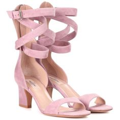 Valentino Valentino Garavani Suede Sandals (2.720 BRL) ❤ liked on Polyvore featuring shoes, sandals, heels, mid-heel, pink, mid-heel shoes, mid heel sandals, valentino shoes, pink shoes and valentino sandals