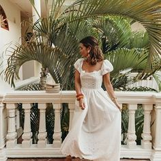 Sara Escudero (@collagevintage) • Fotos y videos de Instagram Date Outfit Casual, Date Outfits, Summer Outfits, Gala Gonzalez, White Maxi Dresses, White Dress, Formal Dresses, Wedding Dresses, Alexandra Pereira