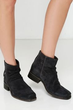 Seychelles Challenge 2 Grey Suede Leather Ankle Boots at Lulus.com!