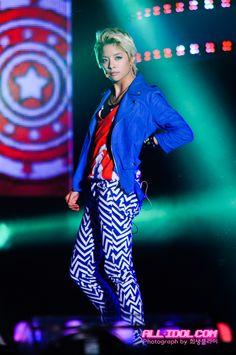 Look at those legs! Amber Liu, Me As A Girlfriend, Korean Name, Kpop Girls, Girlfriends, Love Her, Rapper, Random Stuff, Women