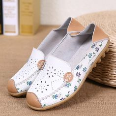 Hot-sale Floral Print Hollow Out Breathable Color Match Casual Slip On Flat Shoes - NewChic