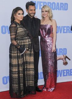 Eva Longoria, Eugenio Derbez, and Anna Faris at the premiere of Overboard Eva Longoria, Stylish Maternity, Maternity Fashion, Maternity Clothing, Anna Faris, Pregnant Celebrities, Casual Fall Outfits, Pregnant Bellies, Pregnant Lady