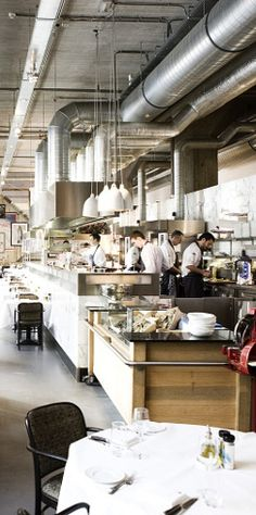 Restaurant Las Palmas van Herman den Blijker in Rotterdam heet u van harte welkom voor een fantastische Lunch of avond in goed gezelschap.  De kaart wordt gepresenteerd op een tablet. Voor de Lunch zijn alle gerechtjes € 7,50 en lekker!