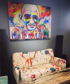 @tonpeelenart & Painted Sofa's & Teak Interior by @concept_by_v #mygalleries #rocknroll #art #interior #popart #Paintings www.mygalleries.be