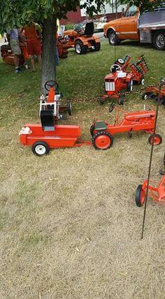 ALLIS-CHALMERS Pedal Tractors