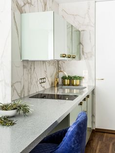 How to design your kitchen design in a thematic area – lamp ideas Minecraft, Kitchen Interior, Kitchen Design, Sage Green Kitchen, Ikea, Tiny Living, Kitchen Backsplash, Small Spaces, Dining Room